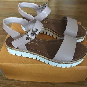 Women's Unisa unBRIEZA sandals size 6.5